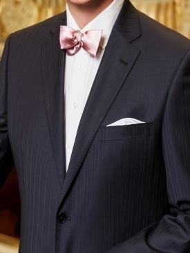 Společenský oblek z kvalitní konfekce z poctivých materiálů  9e569c9015